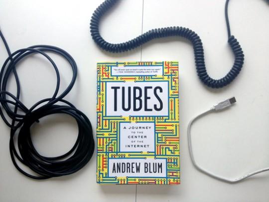 Andrew Blum.  Tubos, et tout le reste est linkteratura.